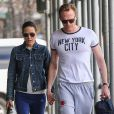 Jennifer Connelly et son mari Paul Bettany se promènent, main dans la main, dans les rues de New York, le 15 avril 2015