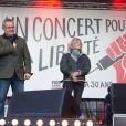 """Didier François, Florence Aubenas et Christophe Deloire - Reporters Sans Frontières (RSF) organise pour ses 30 ans """"Un concert pour la liberté"""" pour célébrer la Journée Mondiale de Liberté de la Presse sur la place de la République à Paris, le 3 mai 2015."""