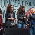 """Corinne Rey (Coco), Zineb El Rhazoui et Patrick Pelloux de Charlie Hebdo - Reporters Sans Frontières (RSF) organise pour ses 30 ans """"Un concert pour la liberté"""" pour célébrer la Journée Mondiale de la Liberté de la Presse sur la place de la République à Paris, le 3 mai 2015."""