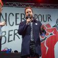 """Daphné Bürki, Joachim Roncin (créateur du slogan """"Je suis Charlie"""") et Christophe Deloire - Reporters Sans Frontières (RSF) organise pour ses 30 ans """"Un concert pour la liberté"""" pour célébrer la Journée Mondiale de la Liberté de la Presse sur la place de la République à Paris, le 3 mai 2015."""