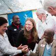 """""""Bill et Chelsea Clinton ont visité les locaux de l'organisme National Agricultural Research Laboratories au Kenya, pour la Fondation Clinton, le 2 mai 2015"""""""