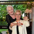 Mimie Mathy a été décorée de la Légion d'honneur avec les insignes de chevalier - Pavillon Dauphine à Paris, lundi 4 mai 2015. C'est Line Renaud qui a décoré la comédienne.