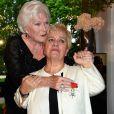 Mimie Mathy, très émue, a été décorée de la Légion d'honneur avec les insignes de chevalier - Pavillon Dauphine à Paris, lundi 4 mai 2015.