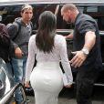 Kim Kardashian quitte l'appartement de son mari Kanye West à SoHo, pour se rendre dans une librairie Barnes & Noble. New York, le 5 mai 2015.