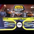 Shaquille O'Neal a loudement chuté sur le plateau de l'émission Inside NBA diffusée sur la chaîne TNT le 6 mai 2015, provoquant le fou rire de ses collègues Kenny Smith, Charles Barkley et Ernie Jonhson