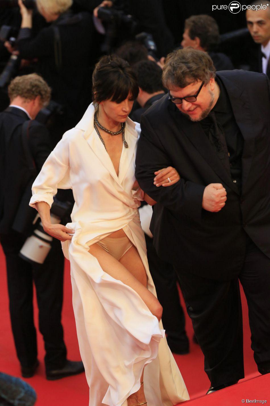 3dca78cc72d957 Sophie Marceau et Cannes: Entre glamour et dérapages... Une drôle de ...