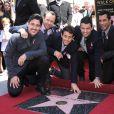 Le groupe New Kids on the Block (ou NKOTB), composé de Donnie Wahlberg, Jordan Knight, Jonathan Knight, Joey McIntyre, et Danny Wood, reçoit son étoile sur le Walk Of Fame en compagnie d'Arsenio Hall à Hollywood, le 9 octobre 2014