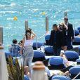 Cara Delevigne et Kendall Jenner ont déjeuner sur la plage du Martinez lors du 68ème festival international du film de Cannes. Le 20 mai 2015