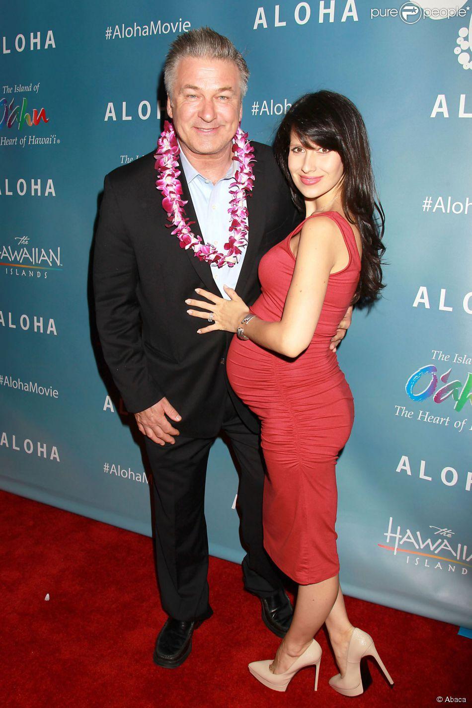 Alec Baldwin et Hilaria Baldwin lors d'une projection spéciale du film Aloha présentée par la Columbia Pictures et la Regency Enterprises en association avec LSTAR Capital and Ratpac Entertainment à New York, le 20 mai 2015
