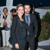 Alysson Paradis, enceinte et amoureuse : De sortie avec l'élégante Julie Gayet