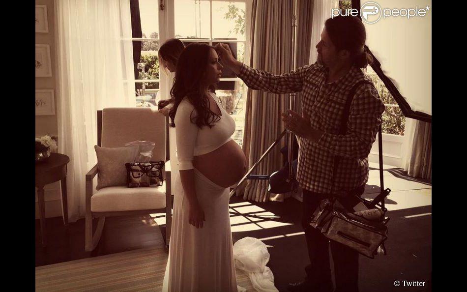 Jennifer Love Hewitt, enceinte, sur le shooting de la campagne Palmer's. Mai 2015