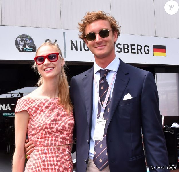Pierre Casiraghi et sa fiancée Beatrice Borromeo dans le paddock du Grand Prix de Monaco durant les essais du 23 mai 2015