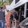 Pierre Casiraghi et sa fiancée Beatrice Borromeo, très intéressé par l'univers de la Formule 1 dans le paddock du Grand Prix de Monaco durant les essais du 23 mai 2015