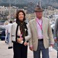 Le roi de Suède Carl Gustav et son épouse la reine Silvia de Suède dans le paddock du Grand Prix de Monaco durant les essais du 23 mai 2015