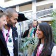 Tony Parker et son épouse Axelle Francine à Austin, dans le paddock du Grand Prix des Etats-Unis avec Romain Grosjean, le 1er novembre 2014