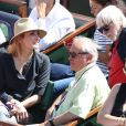 Julie Gayet dans les tribunes des Internationaux de Paris à Roland-Garros, à Paris le 4 juin 2015.