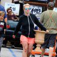 Britney Spears se rend dans un magasin Home Depot à Los Angeles, le jeudi 4 juin 2015.