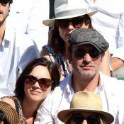 Jean Dujardin avec son fils et son amoureuse Nathalie Péchalat à Roland-Garros