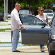Exclusif - Michael Lohan, le père de Lindsay Lohan va déjeuner avec des amies à Delray Beach, le 16 juillet 2014. La petite-amie de Michael, Kate Major est enceinte et en prison suite à son arrestation pour conduite en état d'ivresse!