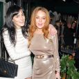 """Lindsay Lohan et sa soeur Ali Lohan lors de la soirée de Noël organisée par le """"Love Magazine"""" au Chiltern Firehouse à Londres, le 15 décembre 2014."""