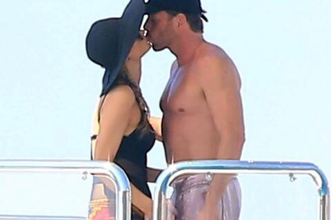 Paris Hilton : Jet-ski, yacht, tendres baisers... Vacances de rêve aux Baléares