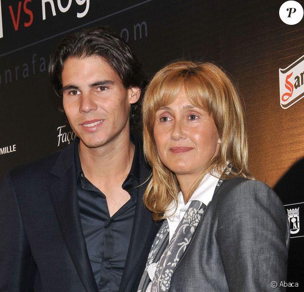"Rafael Nadal et sa mère Maria Parera lors de la présentation du match de charité ""Rafael Nadal vs Roger Federer"", organisé pour la RafaNadal Fundacion, à Madrid, le 22 octobre 2010"