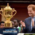Le prince Harry donnait le 10 juin 2015 le coup d'envoi, au stade de Twickenham à Londres, du Trophy Tour, la tournée de la coupe Web Ellis à cent jours du Mondial de rugby 2015, en compagnie de Jonny Wilkinson et Will Greenwood.