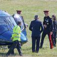 Le prince Harry arrive à Kensington Palace en hélicoptère le 11 juin 2015 après une cérémonie au mémorial de Staffordshire.