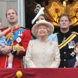 Le prince Harry avec la famille royale au balcon de Buckingham le 13 juin 2015 lors de Trooping the Colour.