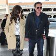 Quentin Tarantino et sa compagne Courtney Hoffman vont prendre l'avion à Los Angeles le 9 juin 2015.