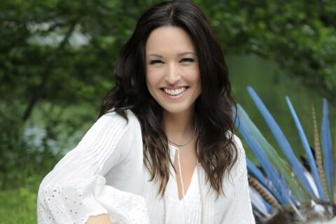 Natasha St-Pier : Enceinte et rayonnante sur le tournage de 'Tous les Acadiens'