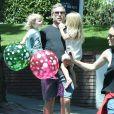 Exclusif - Eric Johnson et ses enfants Maxwell et Ace - La famille Simpson réunie pour une fête d'anniversaire à Hollywood, le 20 juin 2015.