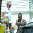 Exclusif - Tina Simpson et son fiancé Jon Goldstein - La famille Simpson réunie pour une fête d'anniversaire à Hollywood, le 20 juin 2015.