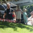 Exclusif - Jessica Simpson, son mari Eric Johnson et leurs enfants Maxwell et Ace - La famille Simpson réunie pour une fête d'anniversaire à Hollywood, le 20 juin 2015.