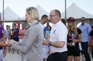 Albert de Monaco retrouve sa belle Charlène entre deux inaugurations