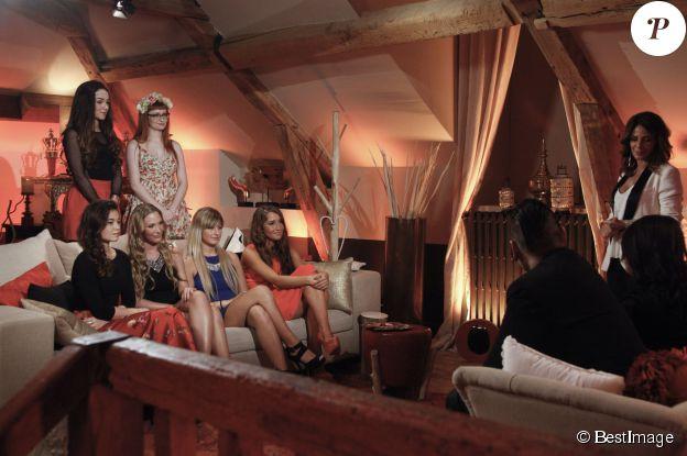 Exclusif - Le binôme Maï et Shake dans la salle d'interview avec Elsa Fayer et les prétendantes, sur le tournage de l'émission Qui veut épouser mon fils ? saison 4, en février 2015.