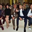 Joe Jonas, Jeanne Damas, Giancarlo Giammetti, Zayn Malik et Hidetoshi Nakata lors du défilé Valentino (collection homme printemps-été 2016) à l'hôtel Salomon de Rothschild. Paris, le 24 juin 2015.