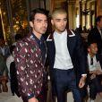 Joe Jonas et Zayn Malik lors du défilé Valentino (collection homme printemps-été 2016) à l'hôtel Salomon de Rothschild. Paris, le 24 juin 2015.