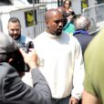 Kanye West quitte le Parc Andre-Citroën à l'issue du défilé Louis Vuitton (collection homme printemps-été 2016). Paris, le 25 juin 2015.