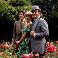 Gareth Hunt (Mike Gambit), Joanna Lumley (Purdey) et Patrick MacNee (John Steed) de Chapeau melon et bottes de cuir (photo d'archive)