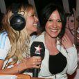 Exclusif - Enora Malagré reçoit la comédienne de  Plus belle la vie , Fabienne Carat, lors de son émission diffusée sur Virgin Radio, le 4 avril 2014.