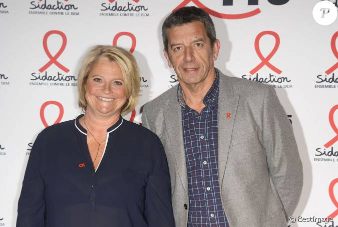 marina carr re d 39 encausse et michel cymes la soir e de lancement du sidaction 2015 au mus e. Black Bedroom Furniture Sets. Home Design Ideas