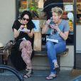 Lena Headey passe la Saint-Valentine avec une copine à faire les boutiques et manger à Santa Monica, Los Angeles, le 14 février 2015