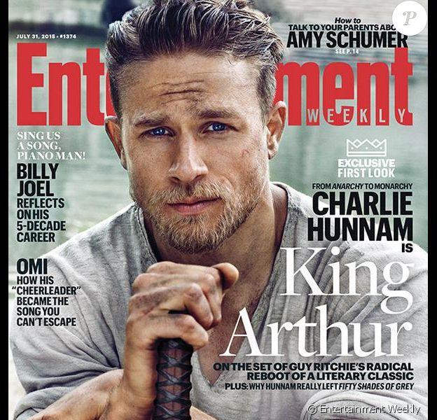 Charlie Hunnam en couverture d'Entertainment Weekly pour King Arthur.