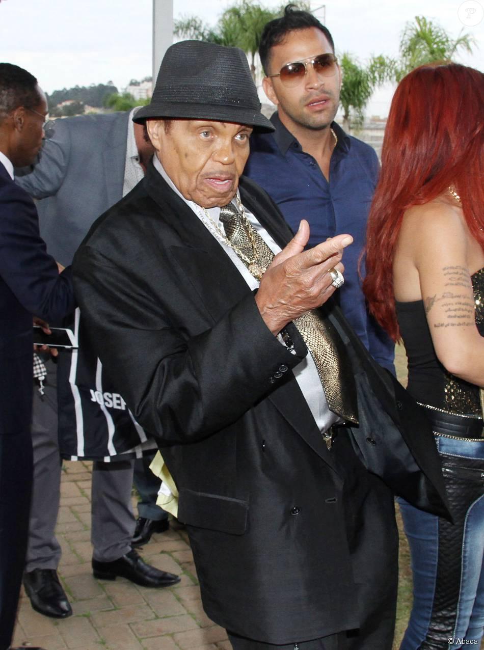 Joe Jackson visite un club de football à Sao Paulo, le 24 juillet 2015.