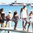 Tyson Chandler, des Phoenix Suns, avec son épouse Kimberly et leurs amis au Club 55 de Saint-Tropez, le 30 juillet 2015