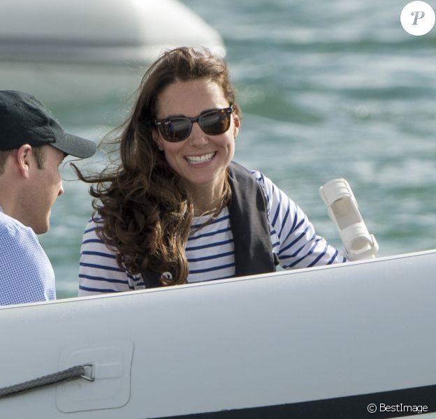 Kate Middleton, duchesse de Cambridge, à Auckland le 11 avril 2014 lors d'une course nautique dans le cadre de sa tournée officielle en Nouvelle-Zélande avec le prince William.
