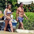 Diego Simeone, entraîneur de l'Atlético de Madrid, avec sa jeune compagne Carla Pereyra en vacances à Marbella en Espagne le 27 juillet 2015.