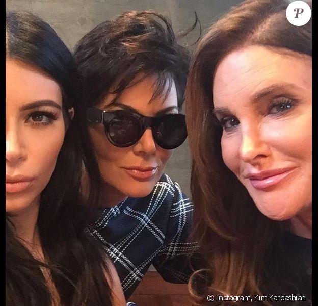 Kim Kardashain avec sa mère Kris Jenner et Caitlyn Jenner, le 8 août 2015