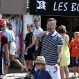 Petit tour en yacht, puis séance shopping pour Elton John, David Furnish et leurs enfants Zachary et Elijah Furnish-John à Saint-Tropez, le vendredi 21 août 2015.